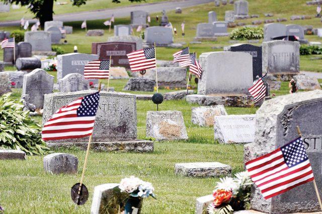 Картинки по запросу могила американский флаг