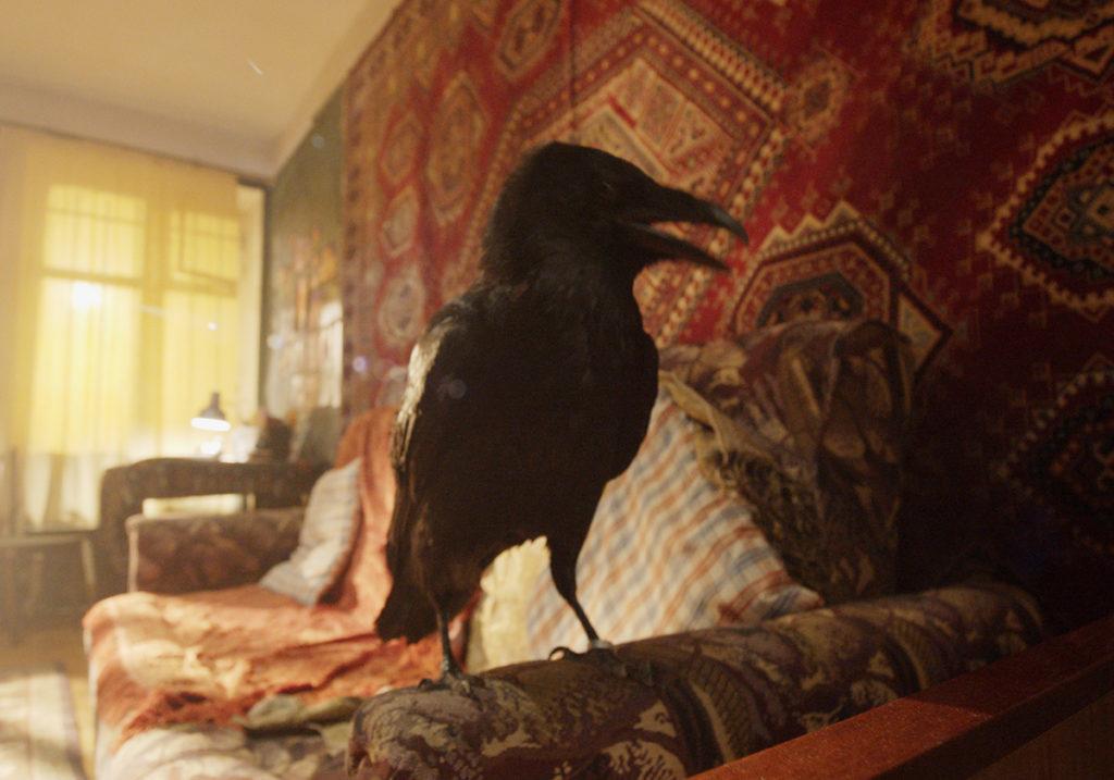 Ковры, жижа-люди, птицы сзавязанными глазами идругие персонажи «Масок»— фильма, который снимает Роман Михайлов