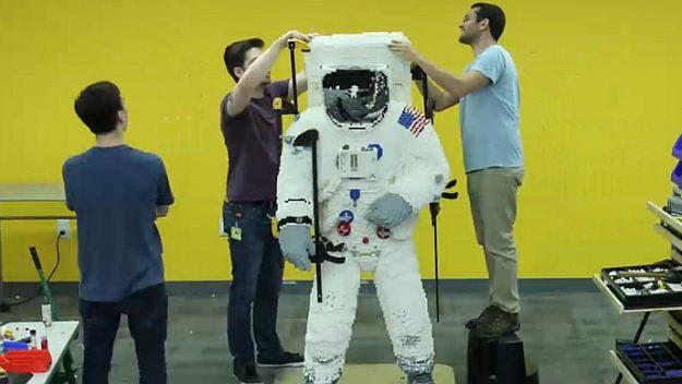 Из LEGO собрали полноразмерную фигуру астронавта NASA