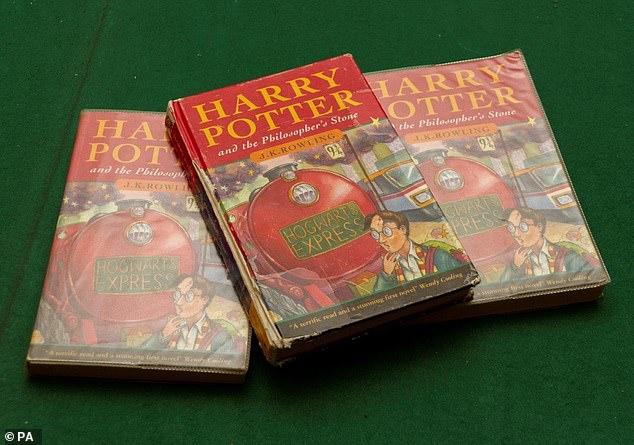 21 год назад британец купил детям роман о Гарри Поттере. Теперь он продаст книгу, чтобы оплатить учебу дочери