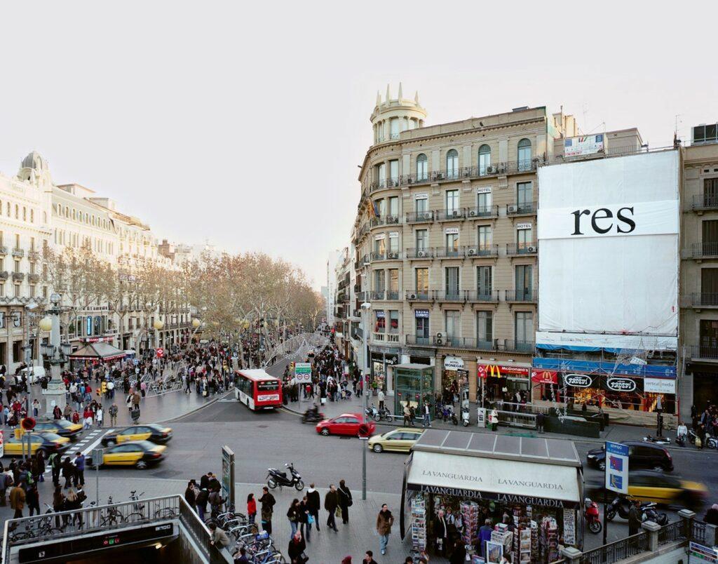 Три билборда: фотограф изКаталонии заменил рекламные вывески на«Ничто»