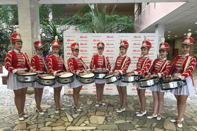 Флешмобы, парад барабанщиков и концерт в аэропорту: как отметили День России в разных городах