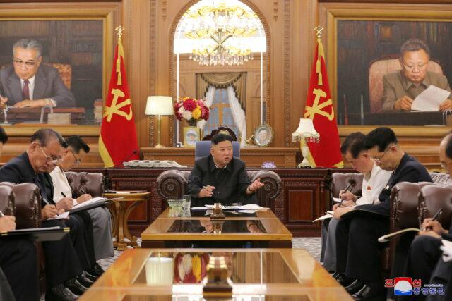 Ким Чен Ын назвал жанр кей-поп «раковой опухолью»