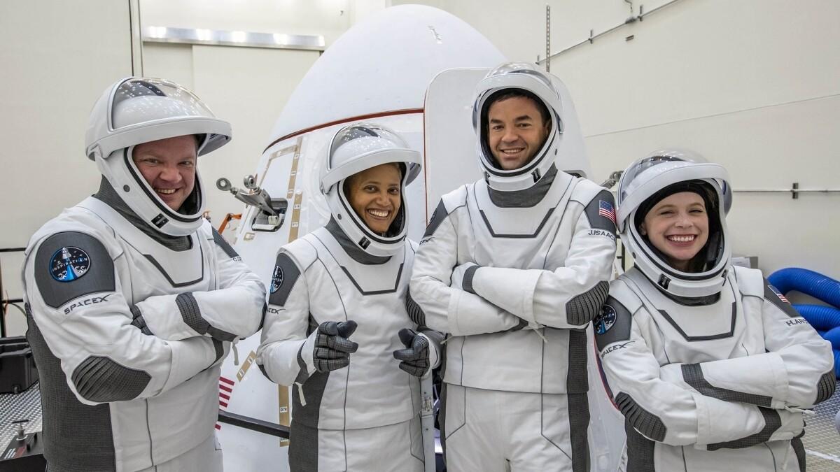 SpaceX впервые отправила в космос полностью гражданский экипаж