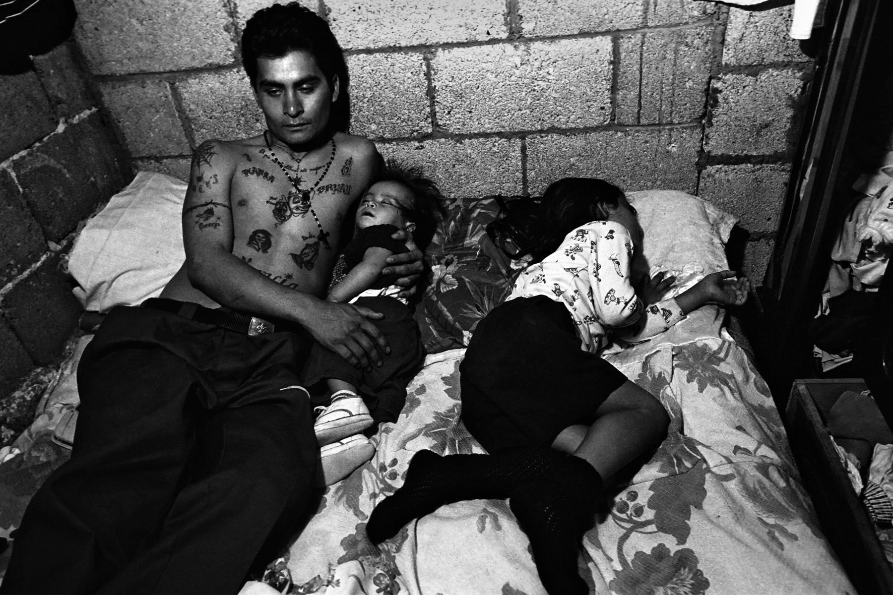 Los abuelos lucharon: латиноамериканские банды с задворок Лос ...