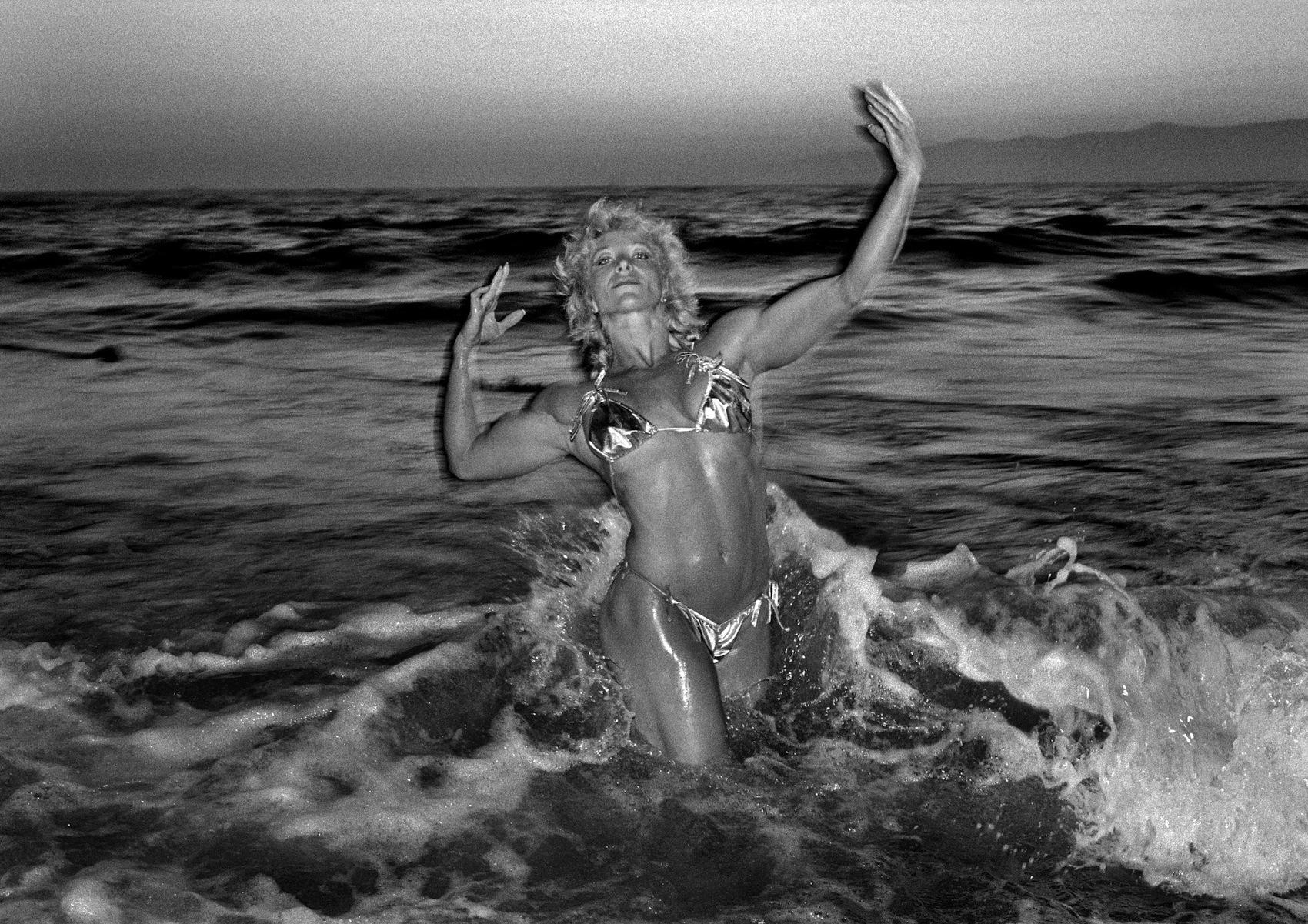 claudio-edinger-on-reuniting-with-the-venice-beach-eccentrics-he-photographed-over-30-years-ago-body-image-1470258103